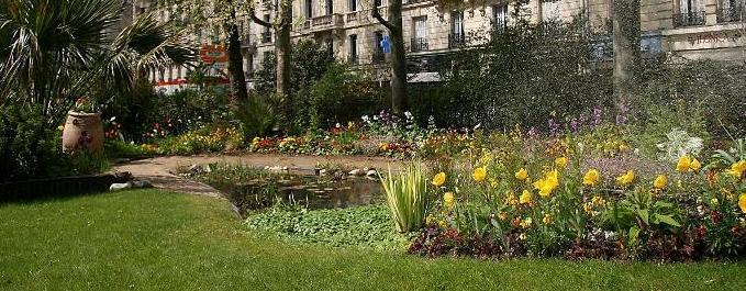 Le Printemps dans un square de Paris