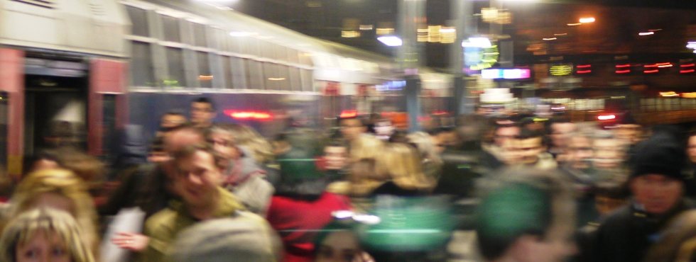 Dans le train bondé