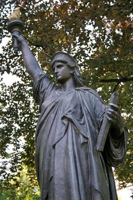 La Statue de la Liberté des Jardins du Luxembourg à Paris